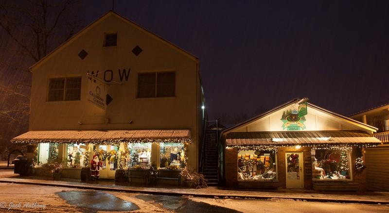 Snow on the square-4953.jpg