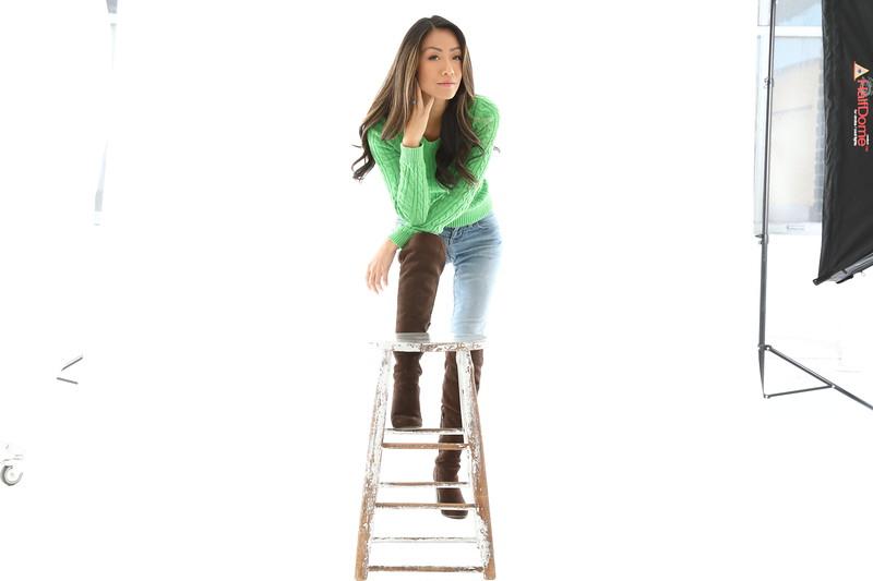 5'6 | Shirt 0-2 | Dress: 0-2 | Shoes 6 | 98 lbs Ethnicity: Asian/Pacific Islander Skills: Fluent in Mandarin,  Shanghainese, Cantonese, Horseback riding, badminton,  scuba diving
