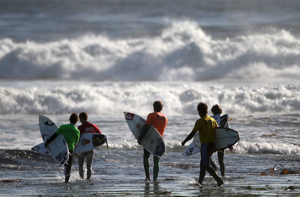 . Competitors in the men\'s shortboard final make their way into the water at Pleasure Point during the Santa Cruz Scholastic Surf League contest Sunday, Feb. 24, 2013, in Capitola, Calif. (Jon Weiand/Santa Cruz Sentinel Sentinel)