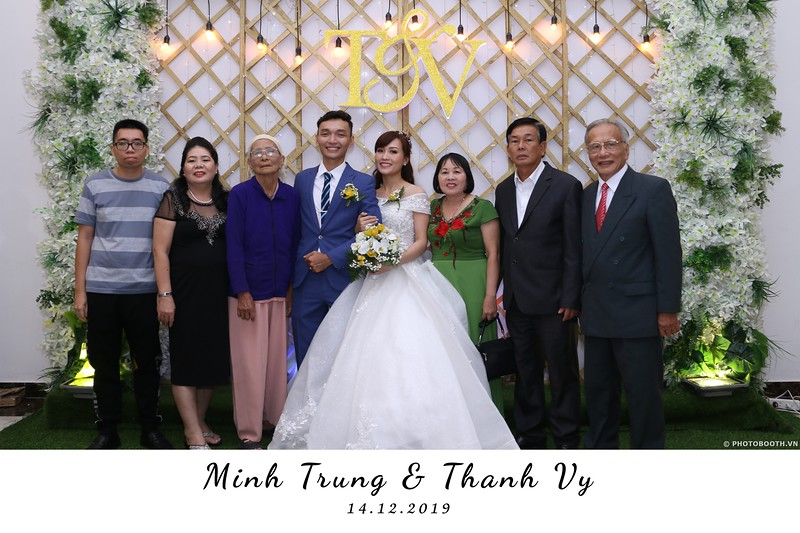 Trung-Vy-wedding-instant-print-photo-booth-Chup-anh-in-hinh-lay-lien-Tiec-cuoi-WefieBox-Photobooth-Vietnam-039.jpg