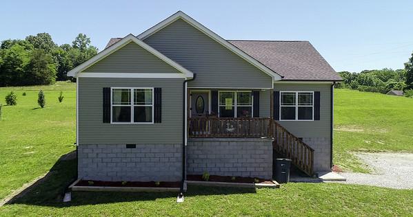 566 Matlock Rd Charlotte TN 37036