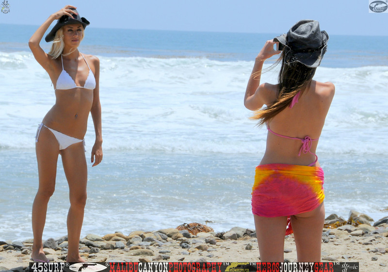 leo carillos surf's up beautiful swimsuit model 45surf 1556.best.close.bes.book.