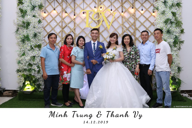 Trung-Vy-wedding-instant-print-photo-booth-Chup-anh-in-hinh-lay-lien-Tiec-cuoi-WefieBox-Photobooth-Vietnam-091.jpg