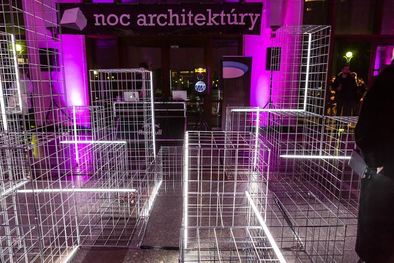 instalacia noc architektury