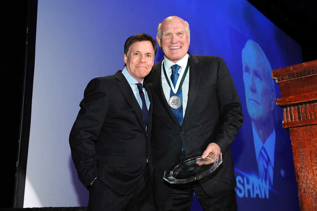 . TV personality Bob Costas and Sports Legend and former NFL player Terry Bradshaw pose onstage at the 28th Annual Great Sports Legends Dinner to Benefit The Buoniconti Fund To Cure Paralysis at The Waldorf Astoria on September 30, 2013 in New York City.  (Photo by Bryan Bedder/Getty Images for The Buoniconti Fund To Cure Paralysis)