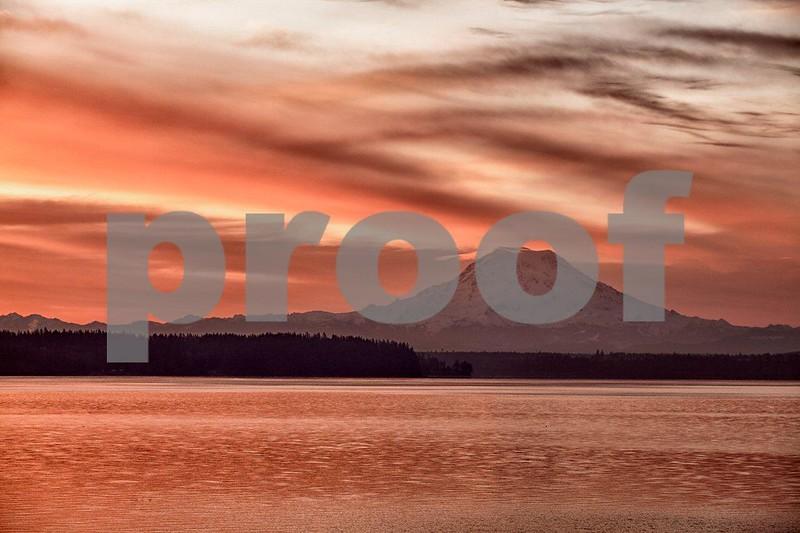 Rainier & Puget Marina sunrise 7987_HDR.jpg