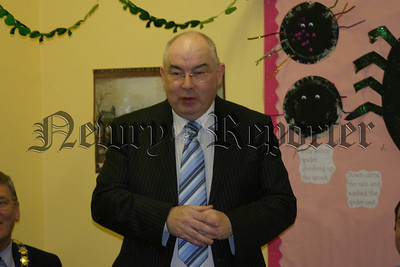 John Mc Celland,'Orana Consultant', welcomes the vistors to the Irish entertainment night held in Orana Family Support Centre 07W12N413