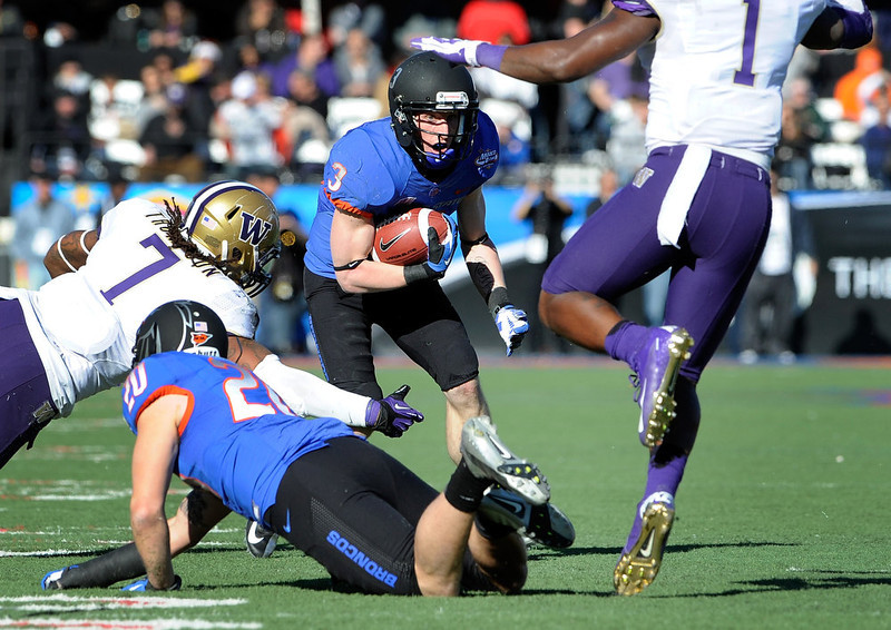 . Boise State\'s Chris Potter (3) looks for an opening during first half of the MAACO Bowl NCAA college football game against Washington, Saturday, Dec. 22, 2012, in Las Vegas. (AP Photo/David Becker)