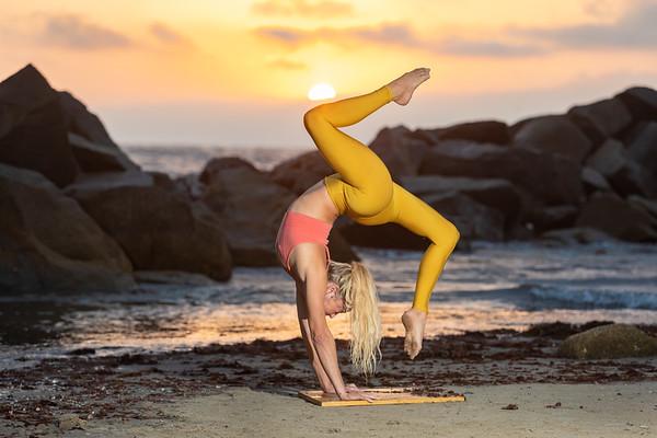 2020.08.05 Susie Vanessa Yoga at Venice Beach