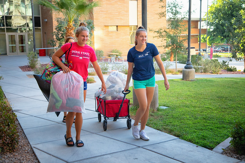 freshman move in day 2019-8883-Edit.jpg