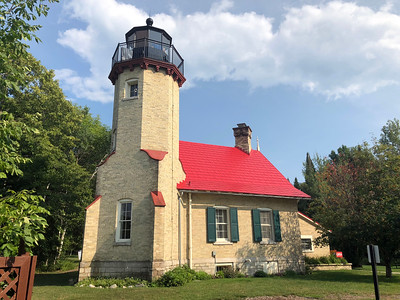 LIGHTHOUSES AND TOWNS OF THE STRAIGHTS OF MACKINAC