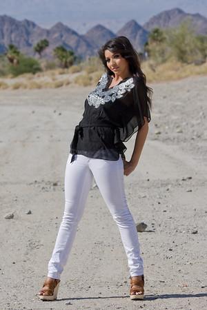 Desert Shoot - Kareena's Trends