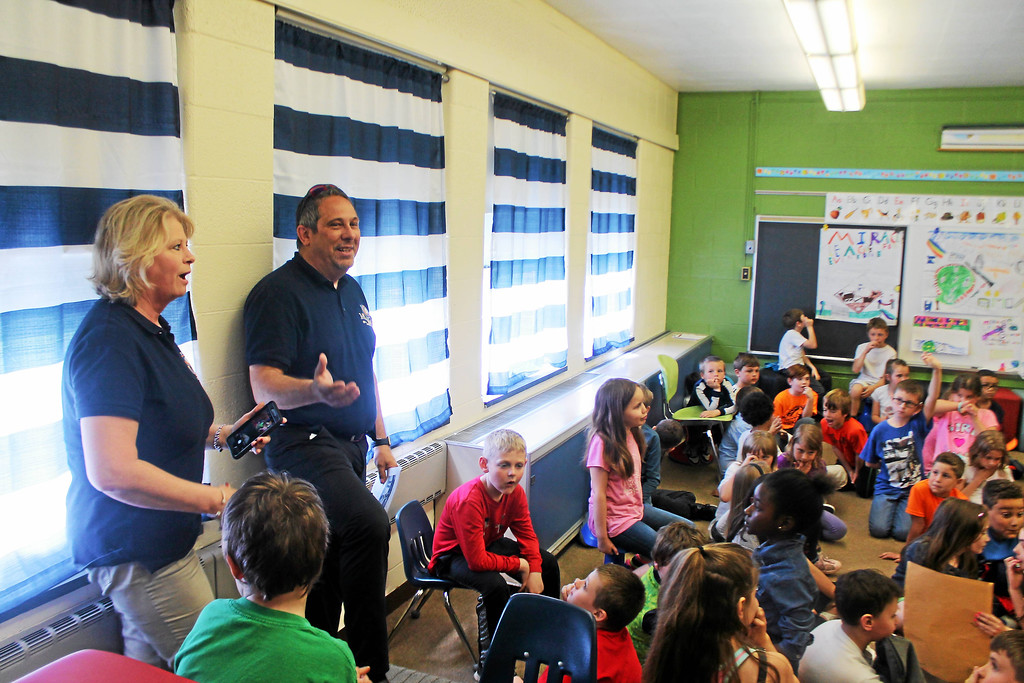 . Kristi Garabrandt � The News-Herald <br> Eastlake Mayor, Dennis Morley and Judy Moran, president, Miracle League of Lake County\'s Board of Directors talk with the second grade students at Longfellow Elementary after the students presented Miracle League projects.