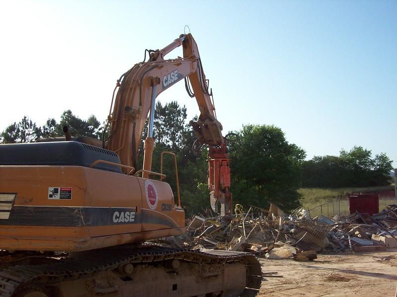 NPK M28K demolition shear on Case excavator-C&D recycling (2).jpg