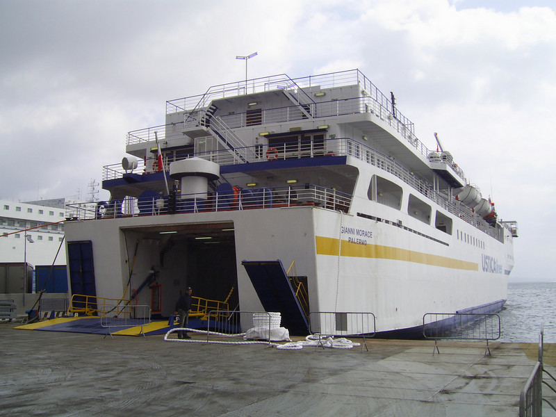 2008 - F/B GIANNI MORACE in Napoli chartered to SIREMAR on Napoli - Eolian islands - Milazzo.