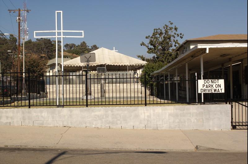 St.Bridget'sChineseCatholicCenter014-WestSideCrossesAndBasketballHoopsAndSign-2006-9-18