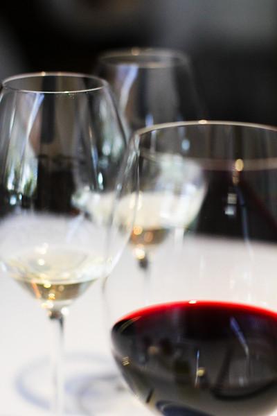 es moli glasses of wine