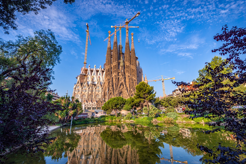 Sagrada-Familia-pond-day-landscape.jpg