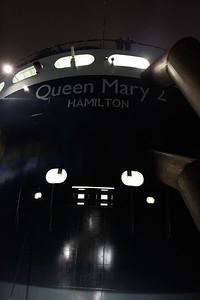 2011 12 05 Queen Mary 2 wird ausgedockt Hamburg