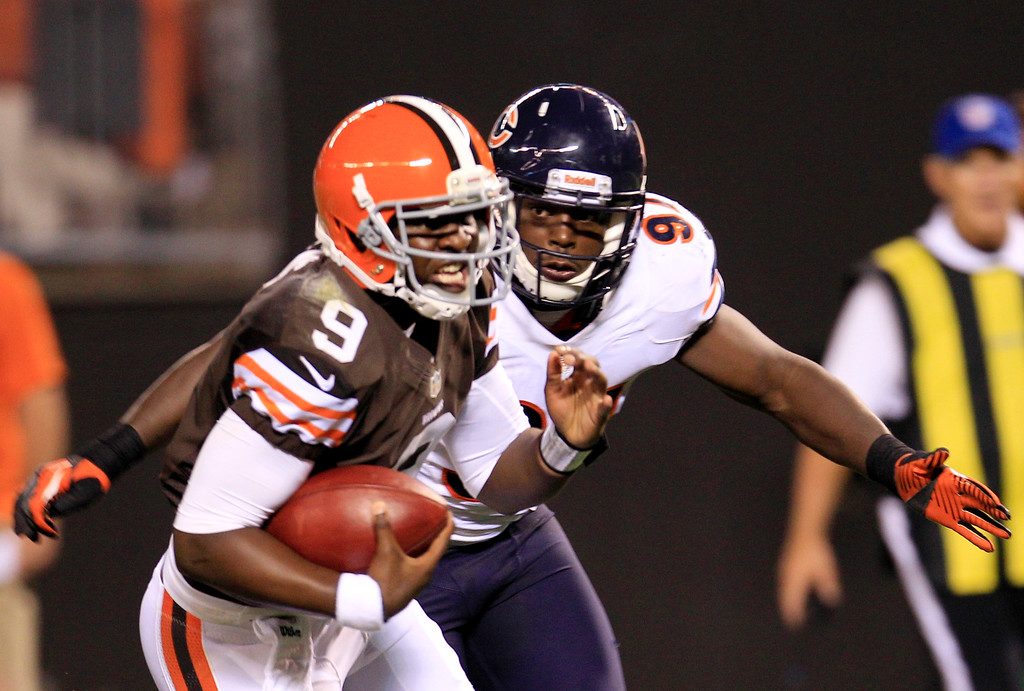 . News-Herald file Chicago Bears linebacker J.T. Thomas prepares to tackle Cleveland Browns quarterback Thaddeus Lewis (9) in the fourth quatrer of a preseason NFL football game Thursday, Aug. 30, 2012, in Cleveland. The Bears won 28-20.