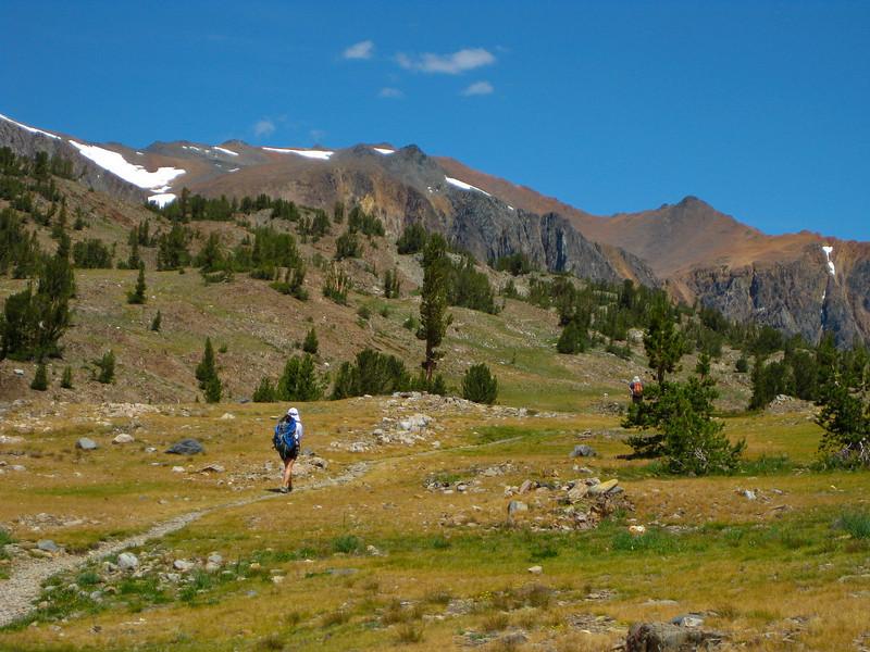 Easy trail winding to Hummingbird Lake.