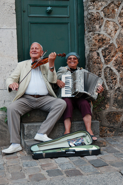 A happy couple in Paris giving everyone some good music.