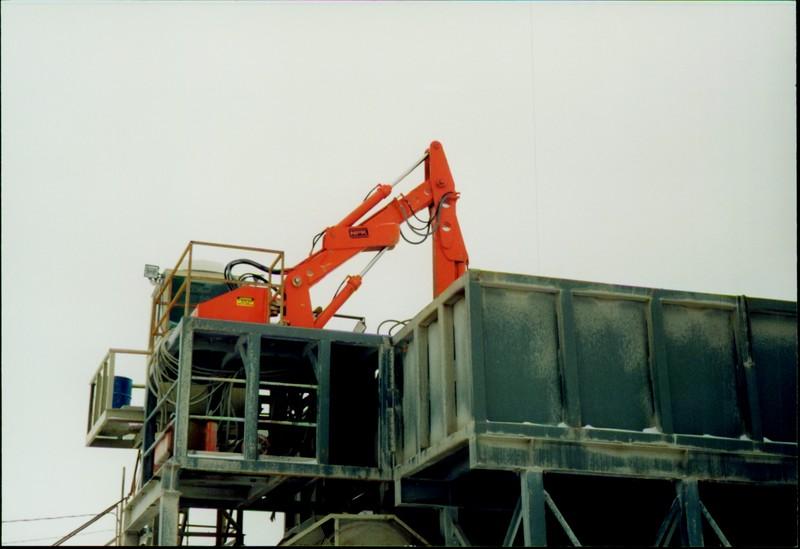 NPK B600 pedestal boom system on platform-secondary breaking (AMI Bedford, IN) (2).JPG