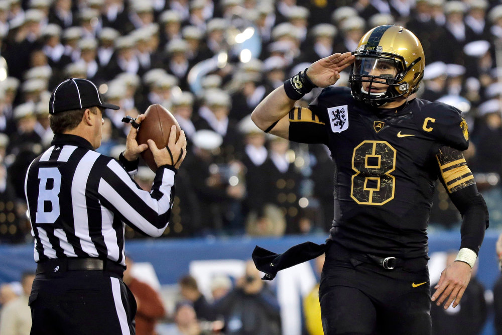 . Army\'s Trent Steelman salutes after scoring a touchdown during the first half of an NCAA college football game against Navy, Saturday, Dec. 8, 2012, in Philadelphia. (AP Photo/Matt Slocum)