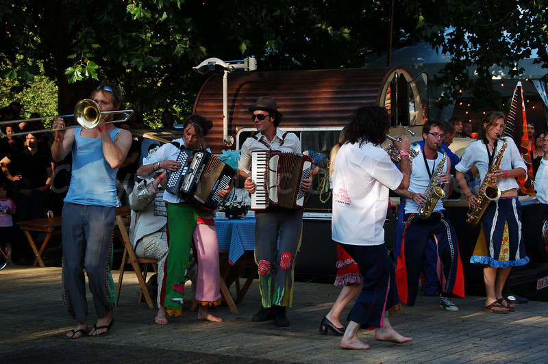 While the coffee is made, the Bolwerk Fanfare plays some music.