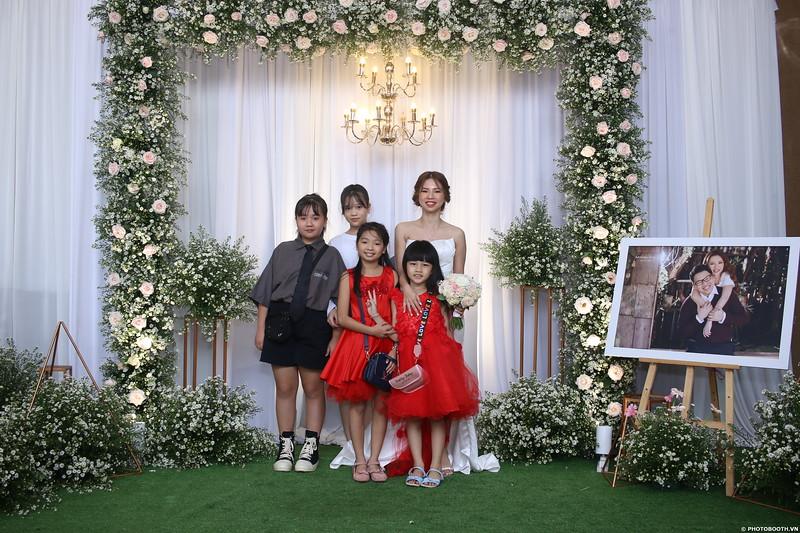 Vy-Cuong-wedding-instant-print-photo-booth-in-Bien-Hoa-Chup-hinh-lay-lien-Tiec-cuoi-tai-Bien-Hoa-WefieBox-Photobooth-Vietnam-103.jpg