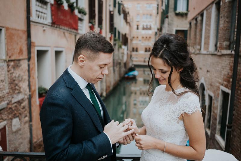 Tu-Nguyen-Destination-Wedding-Photographer-Elopement-Venice-Italy-Europe-w51.jpg