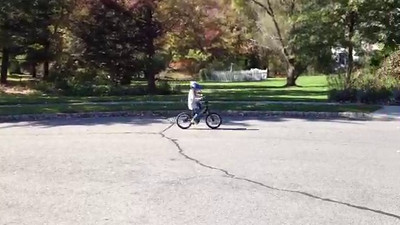 Video 2011 Evan rides a bike