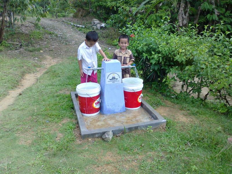 Thank You_Wayter_EHOWU taking water, Silimabanua@Richard Lokollo - Copy.jpg