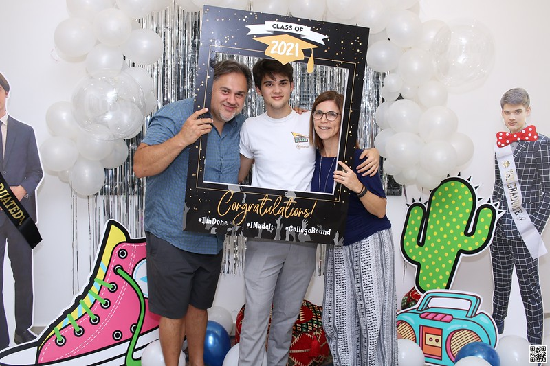 graduation-party-class-of-2021-instant-print-photo-booth-in-ho-chi-minh-Chup-hinh-in-anh-lay-lien-Tiec-Tot-Nghiep-2021-WefieBox-Photobooth-Vietnam-cho-thue-photo-booth-047.jpg