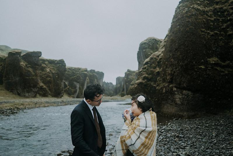 Tu-Nguyen-Destination-Wedding-Photographer-Iceland-Elopement-Fjaðrárgljúfur-16-150a-29.jpg