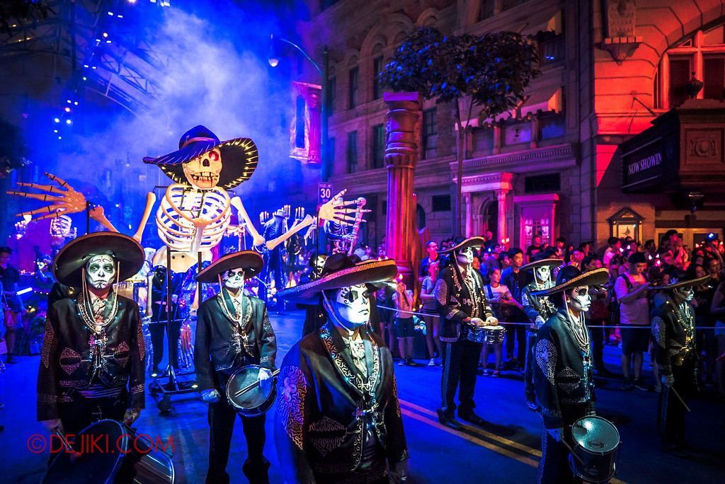 Halloween Horror Nights 6 - March of the Dead / Death March - The Band, overview side with skeleton