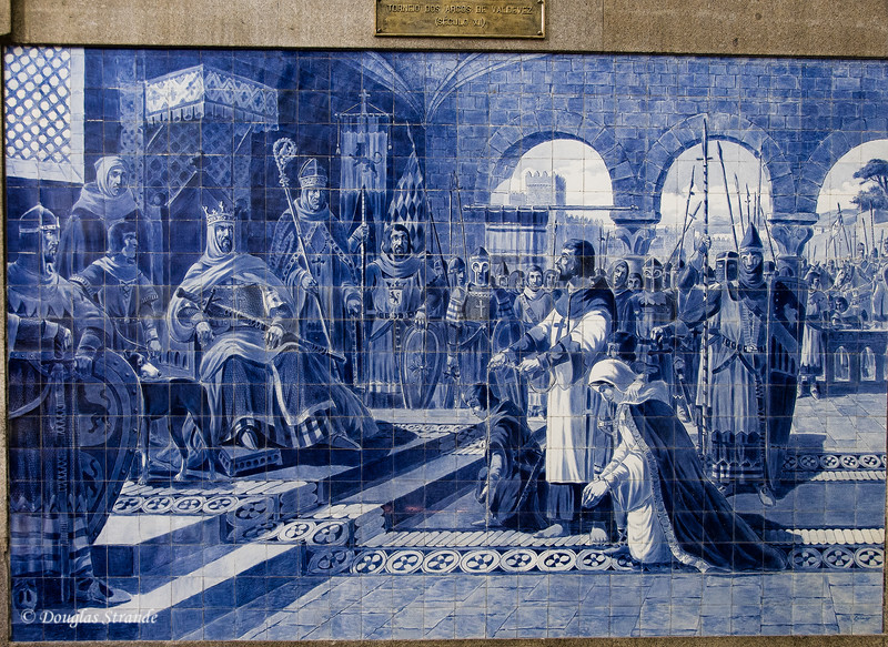 Fri 3/18 in Porto: Tile decorations in the train station