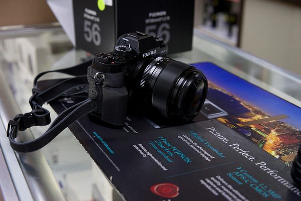 SHOOTOUT- Fuji 56mm vs Sony Zeiss 55mm