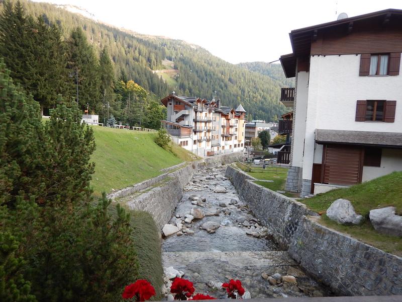 IVB-Madonna-di-Campiglio-village.JPG
