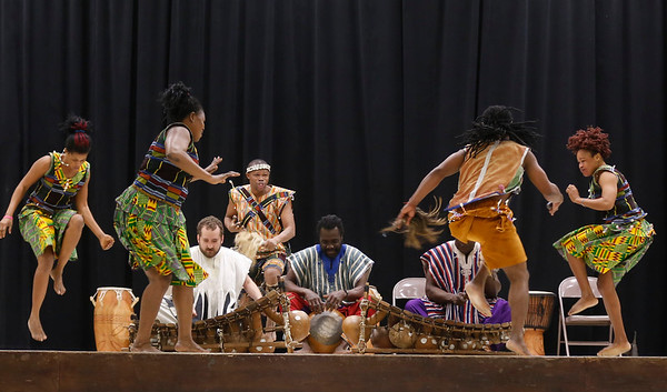 Saakumu Drum and Dance Troupe visits Shaftesbury Elementary. 033017