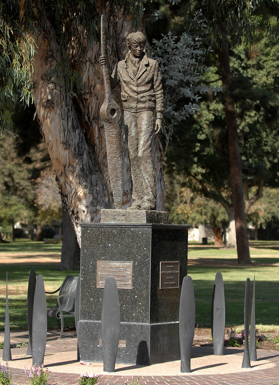. A statue of Amelia Earhart Putnam stands in North Hollywood Park near the intersection of Tujunga Avenue and Magnolia Blvd. in North Hollywood, CA 10-1-2009.  (John McCoy/L.A. Daily News)