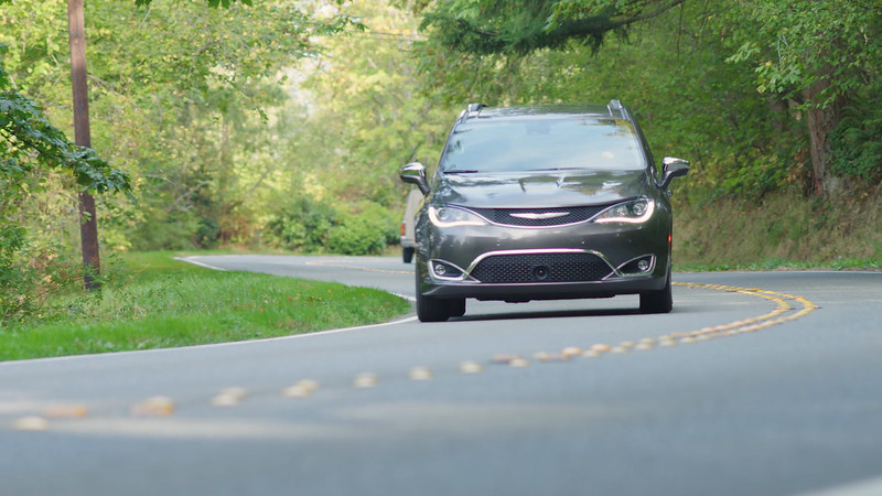 2017 Chrysler Pacifica Limited Driving Reel