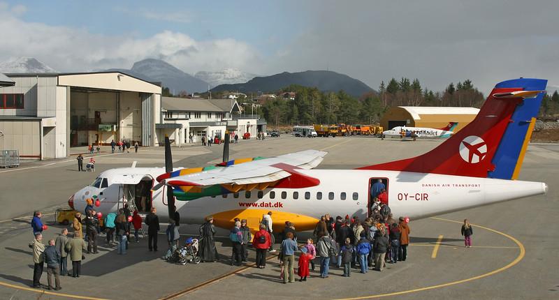 OY-CIR-ATR-42-310-DAT-FRO-ENFL-2003-04-05-IMG_5822-DanishAviationPhoto.jpg