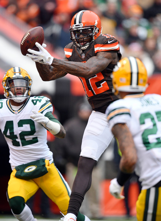 . Cleveland Browns wide receiver Josh Gordon catches a 18-yard touchdown pass in the first half of an NFL football game against the Green Bay Packers, Sunday, Dec. 10, 2017, in Cleveland. (AP Photo/David Richard)