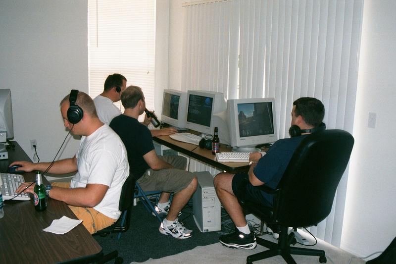2001 11 - LAN Party at Doug's 07.JPG
