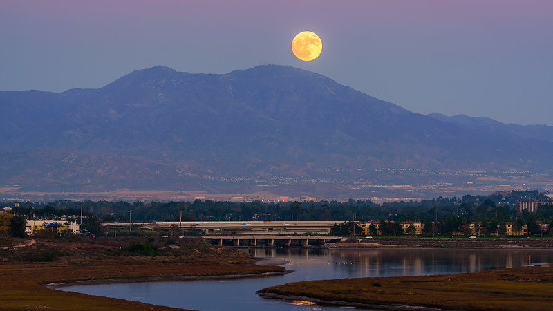 Super Moonrise over SaddleBack Newport Beach CA 01.jpg