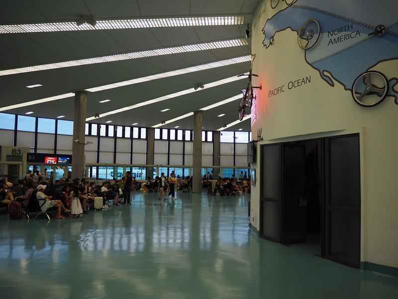 P7030050-departure-lounge.JPG