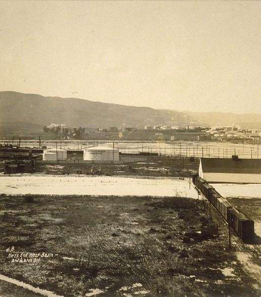 1926-LosAngelesHarbor-SanPedro8-NorthEndWestBasin&UnionOIl.jpg