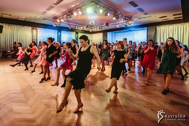 20191210-182336_0124-ladies-night-vavruska-charitas.jpg
