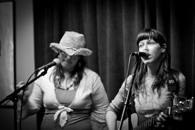 Brittany & Mira @ Rosendale Cafe